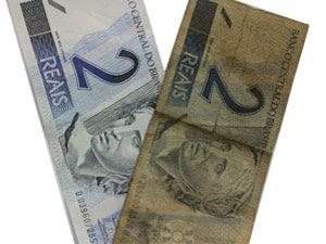 Notas de R$ 2 coletadas circularam em média 15 meses para atingir o nível 4 de desgaste (até onde a cédula é considerada adequada para circular) (Foto: Alexandre Nascimento/G1)