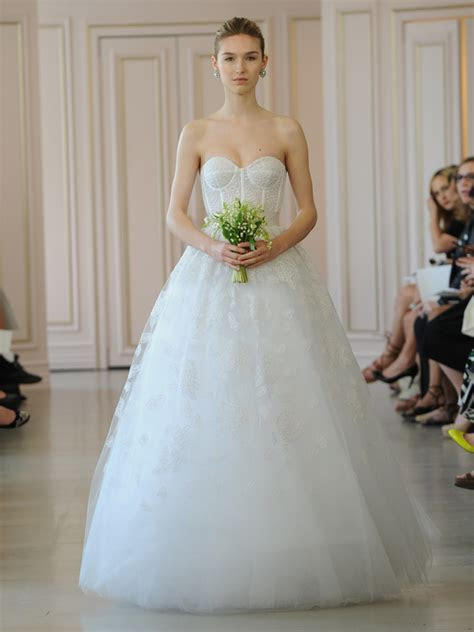 Oscar de la Renta's Spring 2016 Collection Is a Tribute to