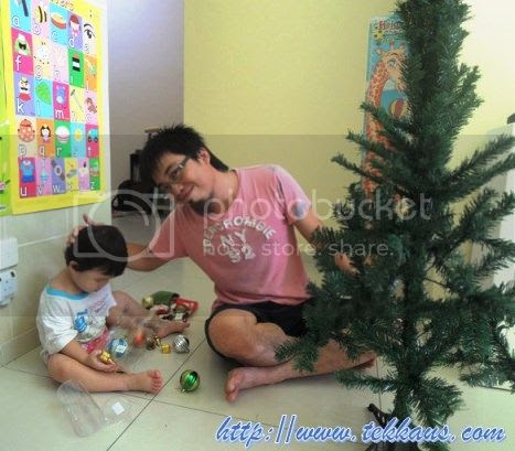 photo 06OurVeryFirstChristmasTree_zps9ba7422a.jpg
