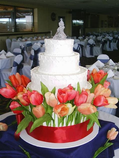 White Wedding Cakes with fresh tulips pictures Hi Res 1080p HD