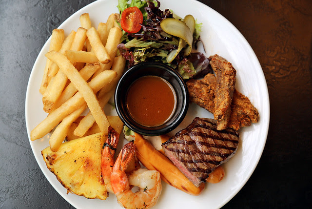 Merry Merry Mixed Grill (S$26.80)