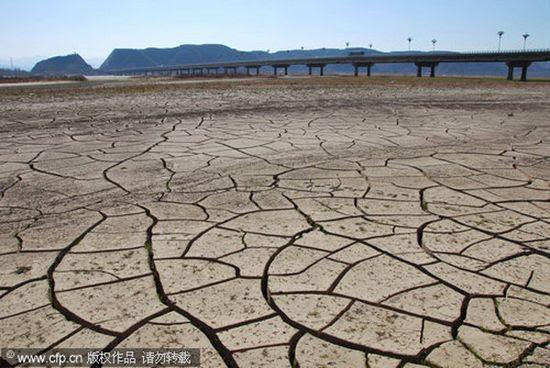 Картинки по запросу пересыхание водоемов за последние 100 лет