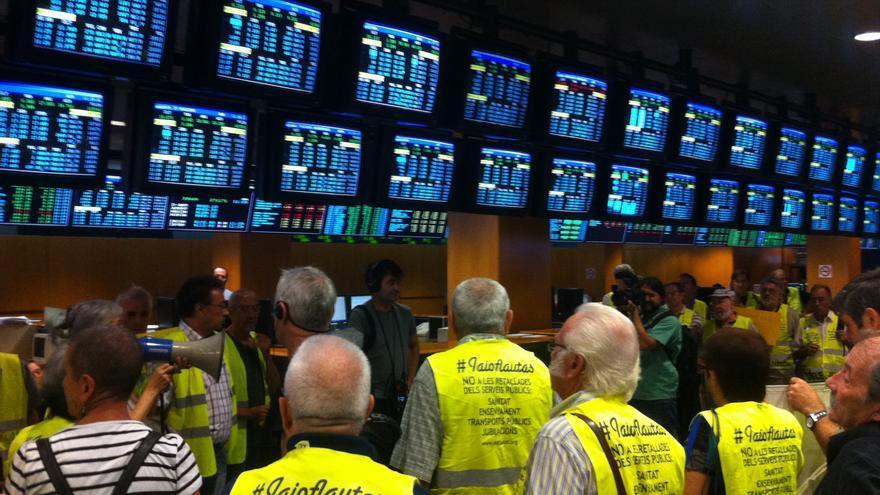 Los Iaioflautas ocupan la Bolsa de Barcelona / João França