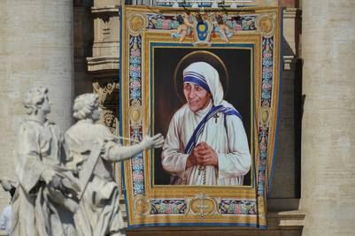 Francisco declaró santa a la Madre Teresa de Calcuta, en una misa de canonización celebrada en la plaza San Pedro de Roma. (Víctor Sokolowic)