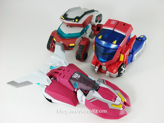 Transformers Arcee Animated Deluxe vs Optimus vs Ratchet - modo alterno