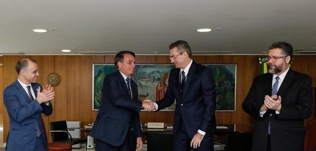 Novo diretor-geral da PF troca chefia no Rio, cargo de interesse da família Bolsonaro