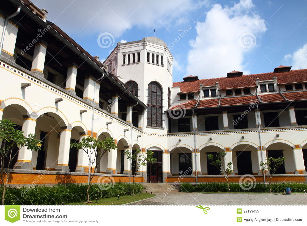 Lawang Sewu Semarang is an Old Dutch Mansion File:Lawang sewu.jpg Wikimedia Commons