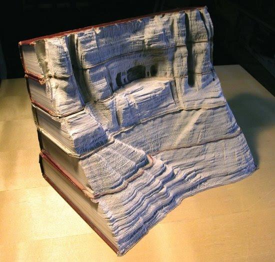 Τοπία σκαλισμένα σε βιβλία (11pics)