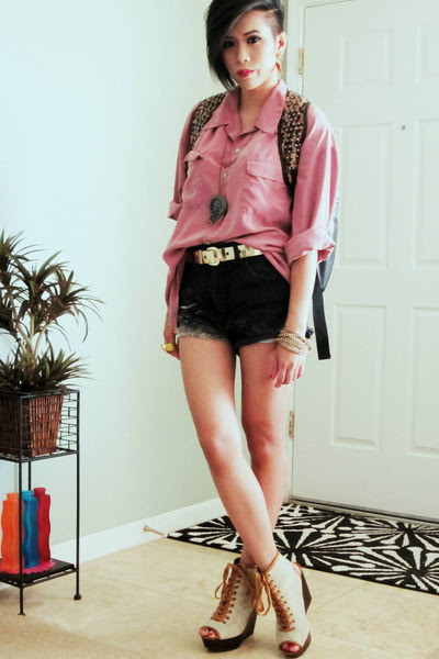 Black-oasap-bag-black-dip-dyed-guess-shorts-gold-gold-pannels-thrifted-belt_400