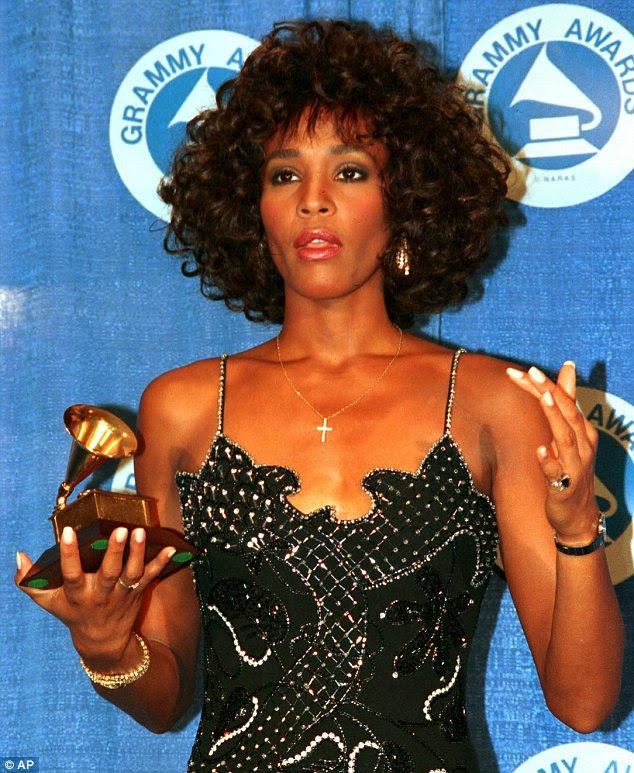 O sucesso inicial: mensagens de Houston com um Grammy, na cerimónia anual em 1988