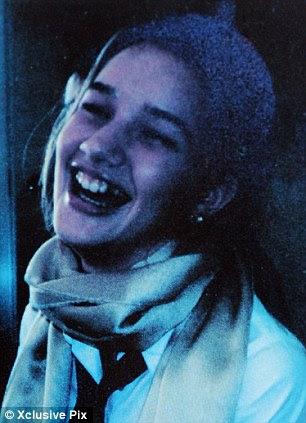 Separados no nascimento?  A Rosie adolescente retratado no livro do ano Colégio Tavistock 1998, comparado-se a TV caráter Ugly Betty, interpretada pela atriz America Ferrara no sucesso dos EUA mostram
