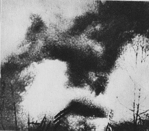 Humo de los bombardeos republicanos sobre el cielo de Toledo