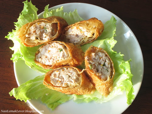 Chicken Ngoh Hiang (deep fried beancurd rolls) 五香