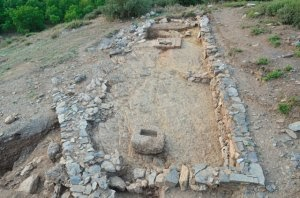 Τείχος και ιερό αποκαλύφθηκε στην ανασκαφή της αρχαίας Φενεού.