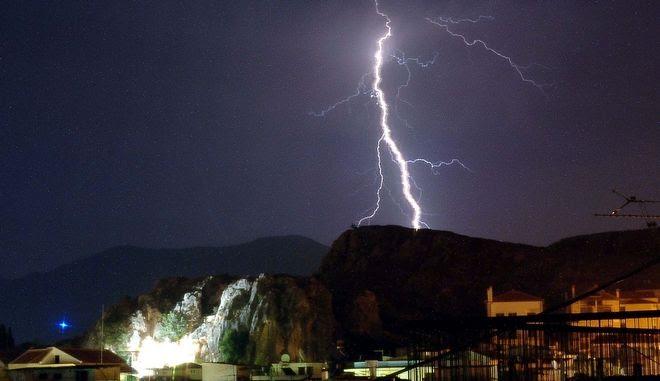 Κεραυνοί πάνω από το Ναύπλιο, Αρχείο