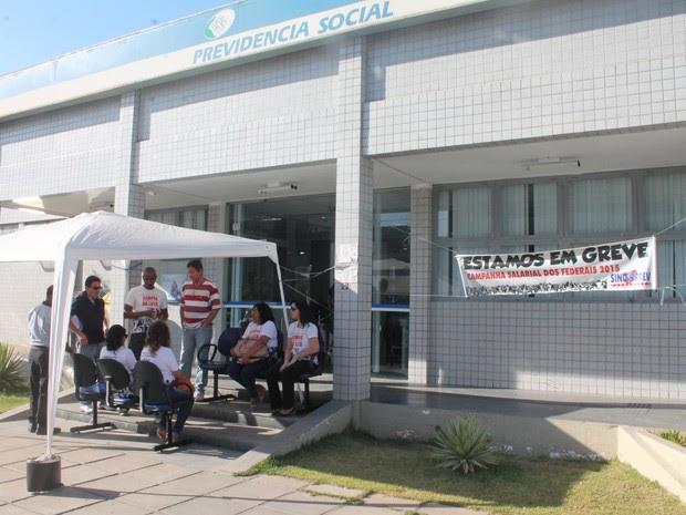 Servidores do INSS estão em greve em Petrolina (Foto: Amanda Franco/ G1)