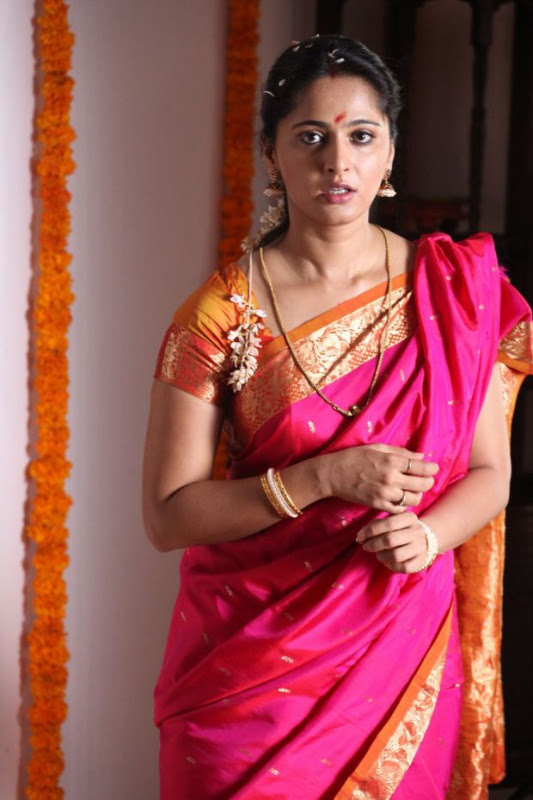 anushka hot photos in siva thandavam 07 Anushka Hot Photos in Siva Thandavam