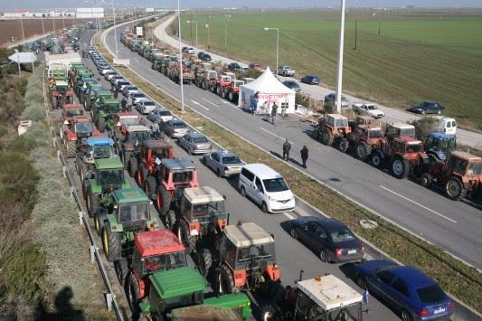 Μπλόκα αγροτών: Πρόταση για `απόβαση` με τα τρακτέρ στην Αθήνα την Παρασκευή