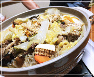 お楽しみの猪鍋は、人参がイノシシ型にカットされてました。