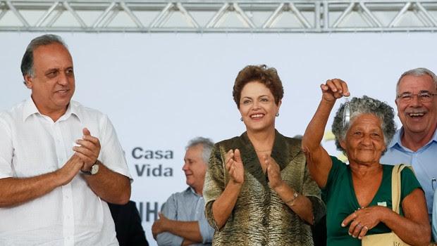A presidente Dilma Rousseff, durante a entrega de unidades habitacionais do programa Minha Casa, Minha Vida, em Duque de Caxias (RJ) (Foto: Roberto Stuckert Filho/PR)