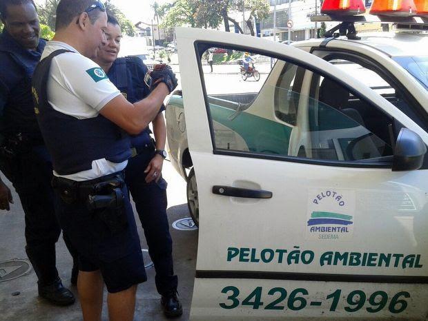 Pelotão Ambiental de Piracicaba resgata sagui (Foto: Guarda Municipal de Piracicaba)