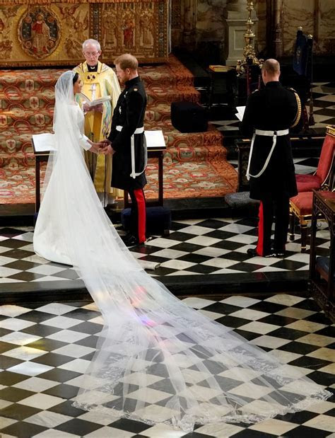 Meghan Markle's Wedding Dress Took 3,900 Hours To Complete
