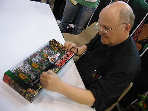 PETE signs NECA TMNT Con Exclusive  [[ Courtesy of SteveMurphy ]]