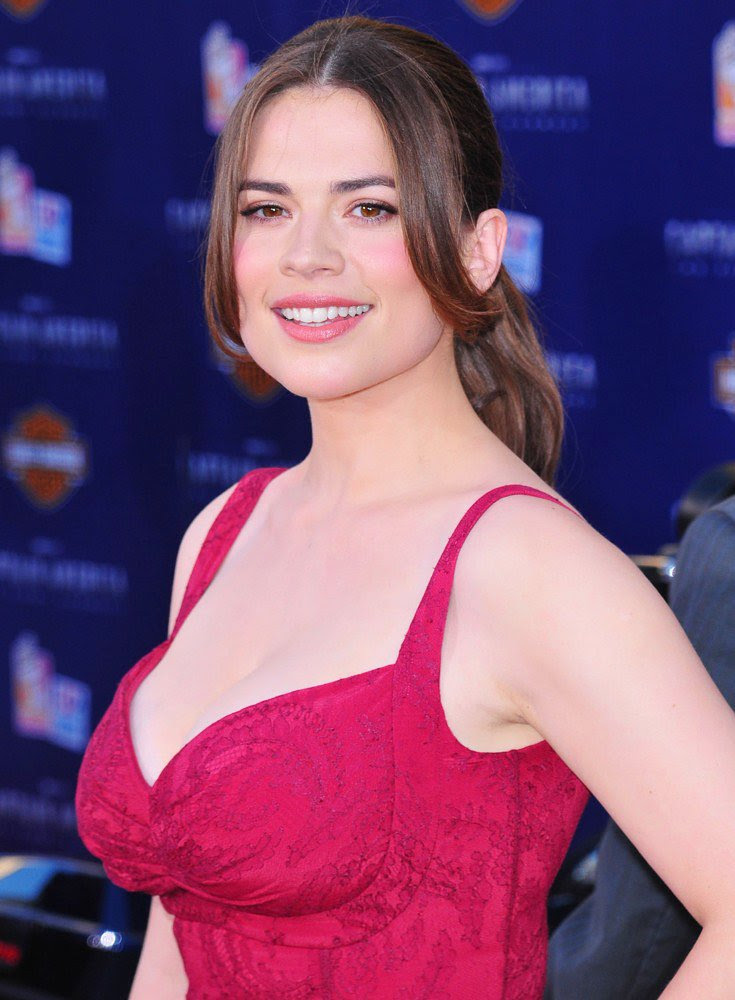 http://www.aceshowbiz.com/images/wennpic/hayley-atwell-premiere-captain-america-01.jpg