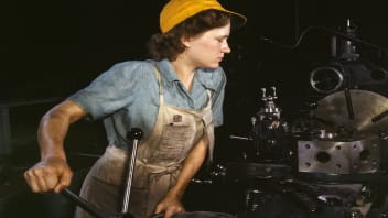 Lathe operator machining parts, Hollem, 1942
