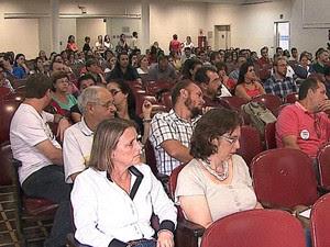 Assembleia foi na tarde desta quinta (5) no Grande Auditório do campus central (Foto: Reprodução/RPC)