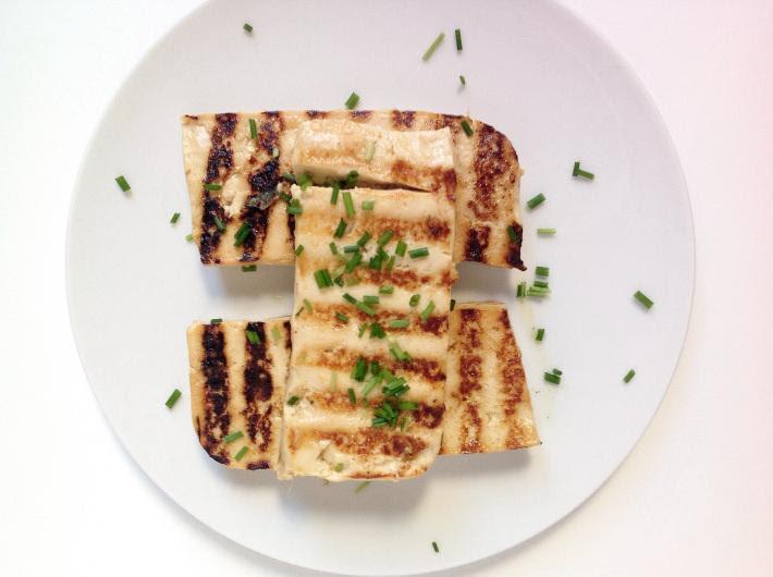 http://lacucharazul.wordpress.com/2014/02/23/tofu-marinado-con-jengibre-y-miel/
