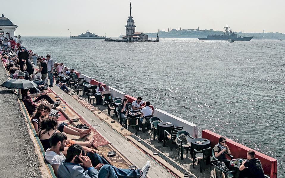 Κωνσταντινούπολη: στιγμές αμεριμνησίας και περισυλλογής στις όχθες του Βοσπόρου. Το νέο βιβλίο του Αχμέτ Ουμίτ διαδραματίζεται στην Πόλη αλλά και στην Ελλάδα.