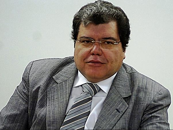 Ministro Sarney Filho grava alerta a população maranhense sobre queimadas.