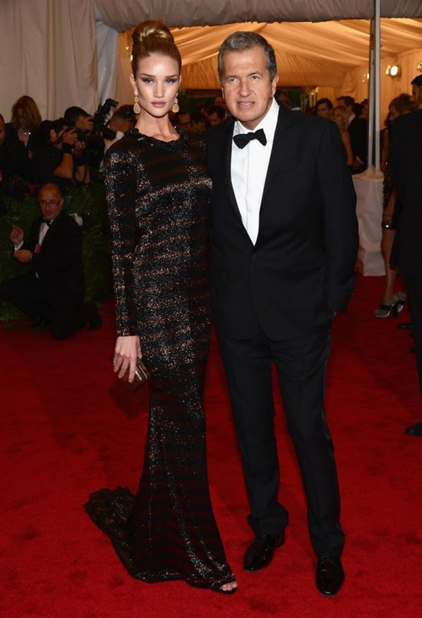 3 - Rosie Huntington-Whiteley and Mario Testino wearing Burberry to The Metropolitan Museum of Art 2012 Costume Institute Benefit in NY, 07.05.12