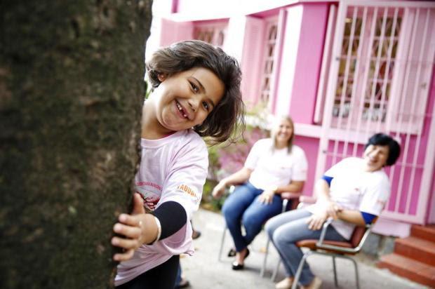 Menina de sete anos doa cabelos cacheados para o Instituto da Mama Mateus Bruxel/Agencia RBS