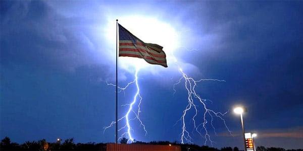 U.S. flag waves during lightning strikes (Photo: Twitter)