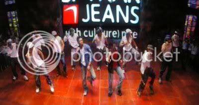 http://i347.photobucket.com/albums/p464/blogspot_images1/Kya%20Kool%20Hai%20Hum/PDVD_003.jpg
