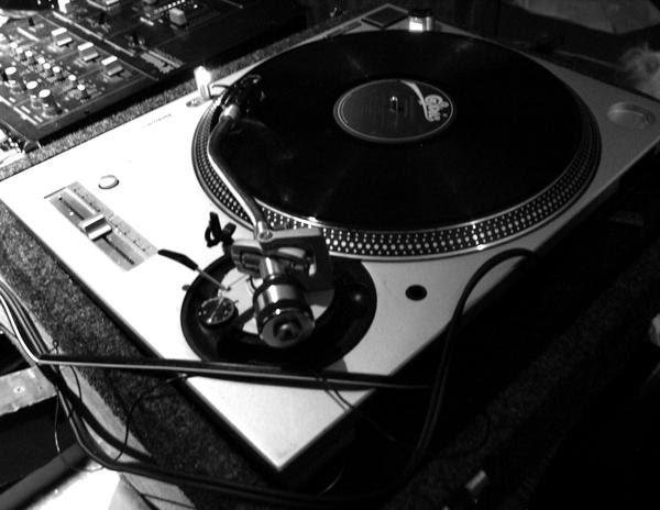 DJ by lesciseaux