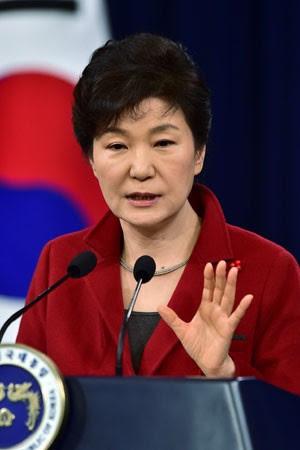 A presidente sul-coreana Park Geun-hye, durante seu discurso de Natal nesta segunda-feira (12) (Foto: Jung Yeon-Je/Reuters)