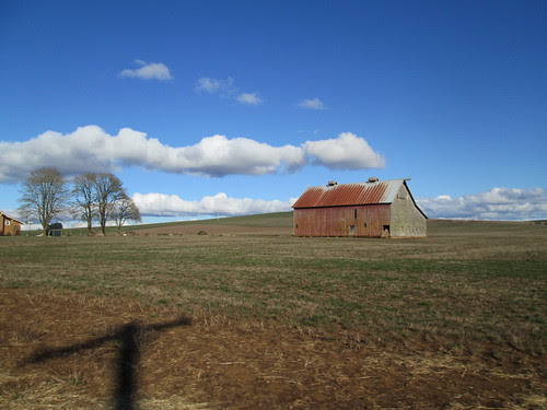 The barn at the southern terminus of Howell Prairie Road