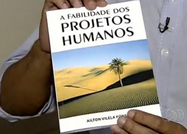 Livro de 89 páginas foi lançado em Goiânia (Foto: Reprodução/ TV Anhanguera)
