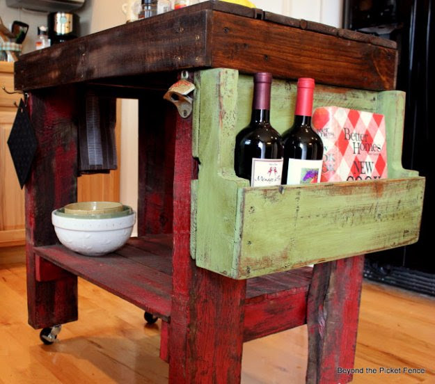 DIY Pallet Furniture Ideas - Pallet Island - Best Do It Yourself Projects Made With Wooden Pallets - Indoor and Outdoor, Bedroom, Living Room, Patio. Coffee Table, Couch, Dining Tables, Shelves, Racks and Benches http://diyjoy.com/diy-pallet-furniture-projects