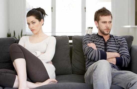 Sinais que você está namorado a mulher errada