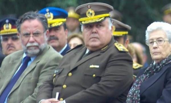 O general Barneix, em cujo nome chegou a ameaça, se suicidou em casa