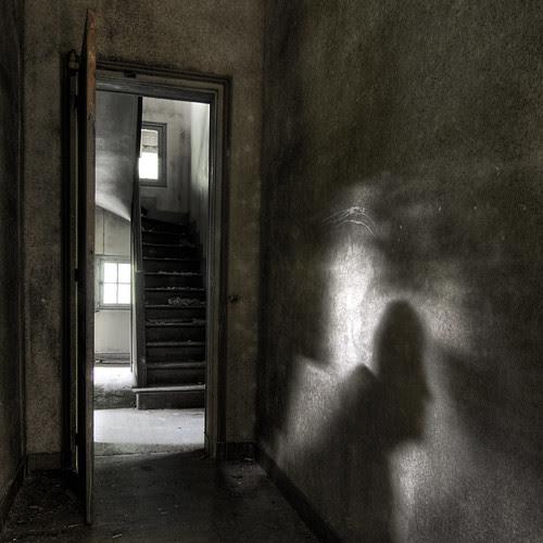 Apparition. por NARIBIS