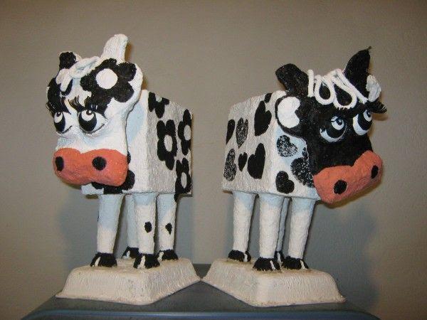 Vaca Lola  in paper art  with Sculpture Paper mache Milk Art