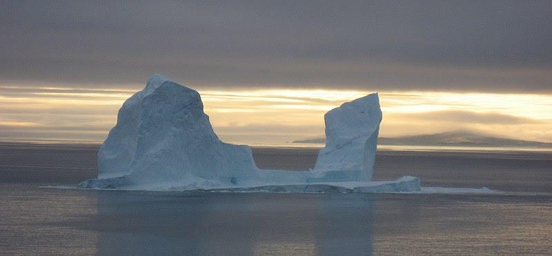 File:Iceberg upernavik 2007-08-16.jpg