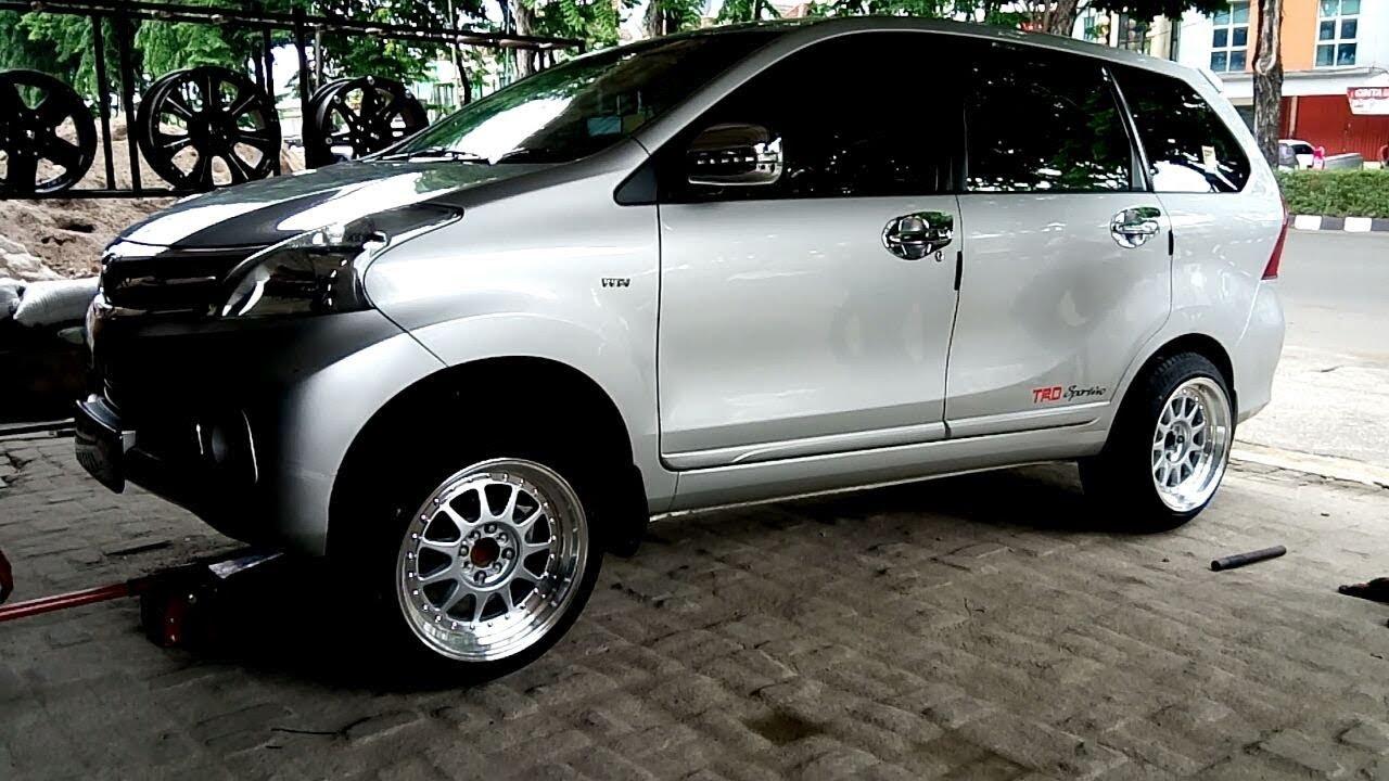 Modifikasi Toyota Avanza Memakai Velg Hartge Hellaflush