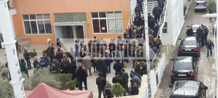 Εντονες αποδοκιμασίες κατά Τσίπρα στην Κρήτη -«Προδότη» φώναζαν [αποκλειστικές εικόνες & βίντεο]