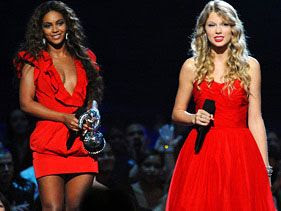 Beyonce watches as Taylor Swift completes her acceptance speech at the 2009 MTV VMAs.